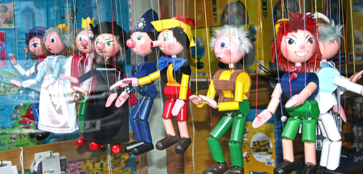 Puppets on a string by Jim McDougall / Source: Creative Commons